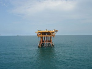 Corrosion resistant coating suitable for use on oil rigs and sub-sea applications